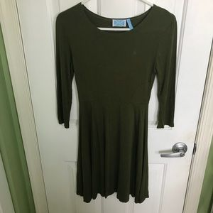 3/4 sleeve length army green color dress size S